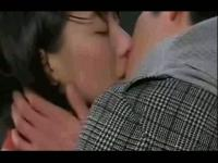 吻戏床戏脱戏 激情男女拥吻高清版