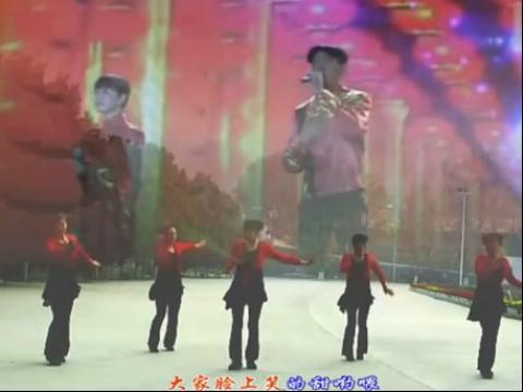 卫东美女广场舞张灯结彩