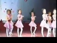 长腿美女跳鬼步舞视频