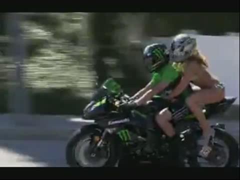 比基尼美女搭摩托车跑车视频