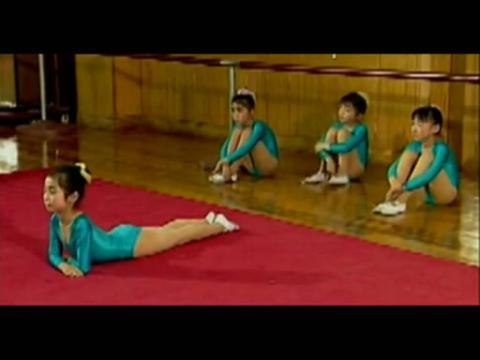 少儿舞蹈基本功教学--趴地卷后腰