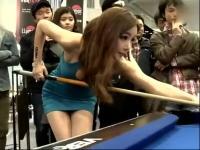 桌球美女性感炫技 翘臀摇摆巨乳蹭桌