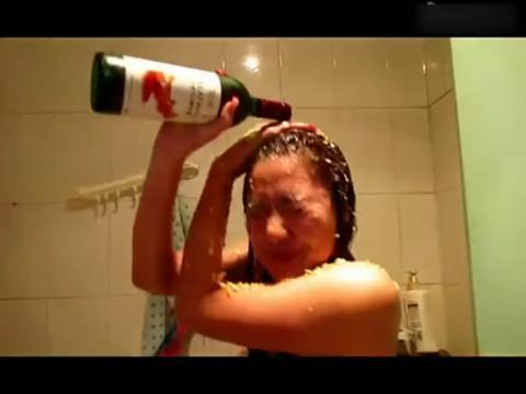 90后美女大胆洗澡 这样洗你男朋友知道吗
