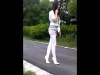 美女的羞辱踩踏