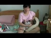 美女喂奶 喂奶视频 喂奶姐
