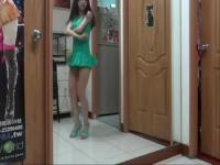 【偷拍】极品正妹美女在家里跳舞自拍性感美女热舞