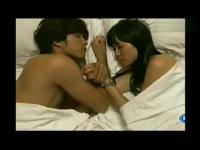 8》浴缸激情床戏吻