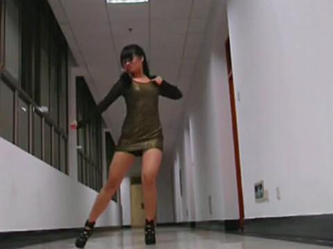 豹纹包臀裙美女热舞