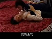 男人酒醉女人按捺不住激情床吻戏