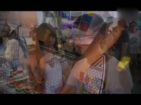 pps视频:美女为了赶时间做电梯