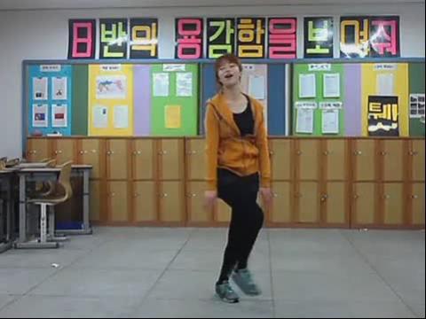 韩国高中女生教室热舞