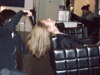 女孩剪长辫子 视频