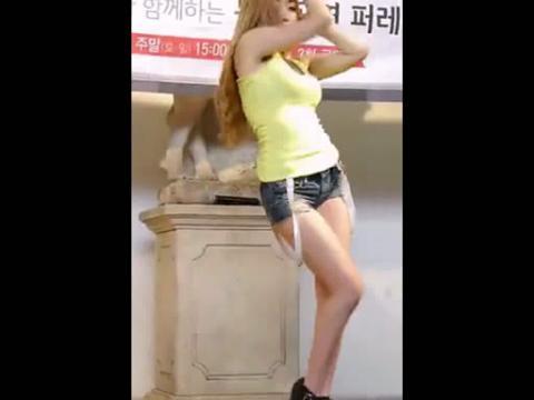 长腿短裤美女热舞