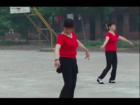 广场舞:九寨沟的春天