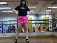 修长美腿红色超短裙美女大学生热舞自拍