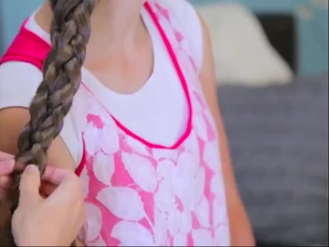 系带编发辫子可爱的女孩发型设计