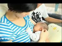 【外国美女喂奶全过程】喂奶姐视频