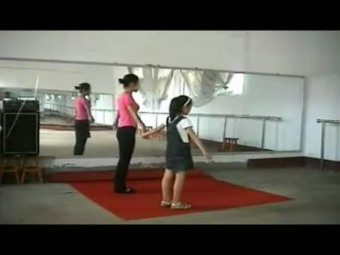 洋娃娃和小熊跳舞--幼儿舞蹈视频教程
